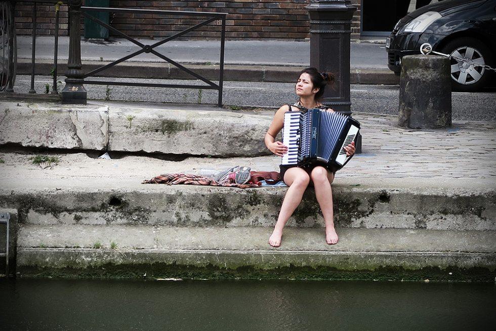 Accordion girl, Paris