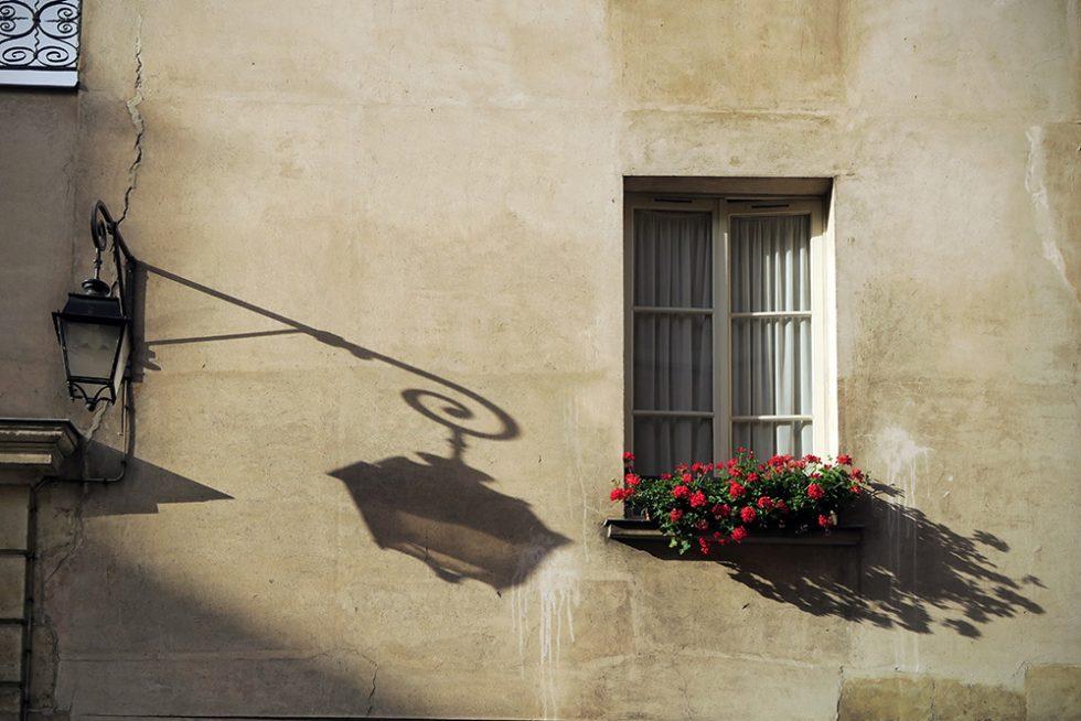 Paris shadows