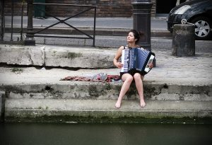 Accordion girl, Paris